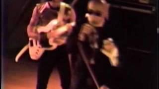 1984年11月1日、京都精華大学学園祭でのライブ映像で、オープニングナン...