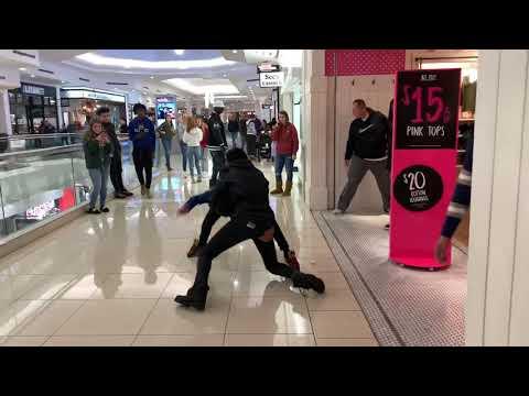 Crazy mall fight in Victoria Secret
