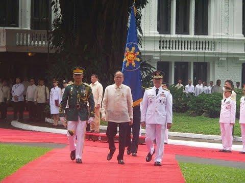 Outgoing President Aquino departs Malacañang