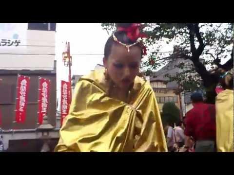 2012年大須大道芸 大駱駝艦金粉ショー♡投げ銭タイム@岡本彩♡