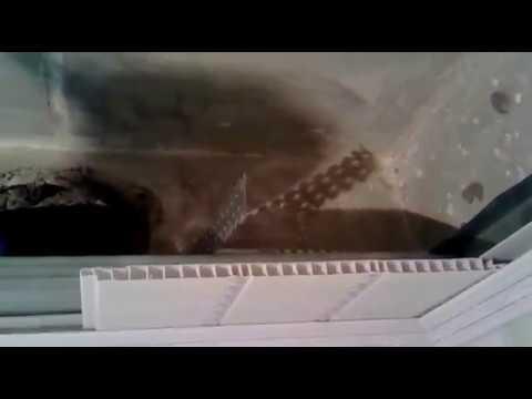 Монтаж потолка в ванной комнате из панелей пвх.