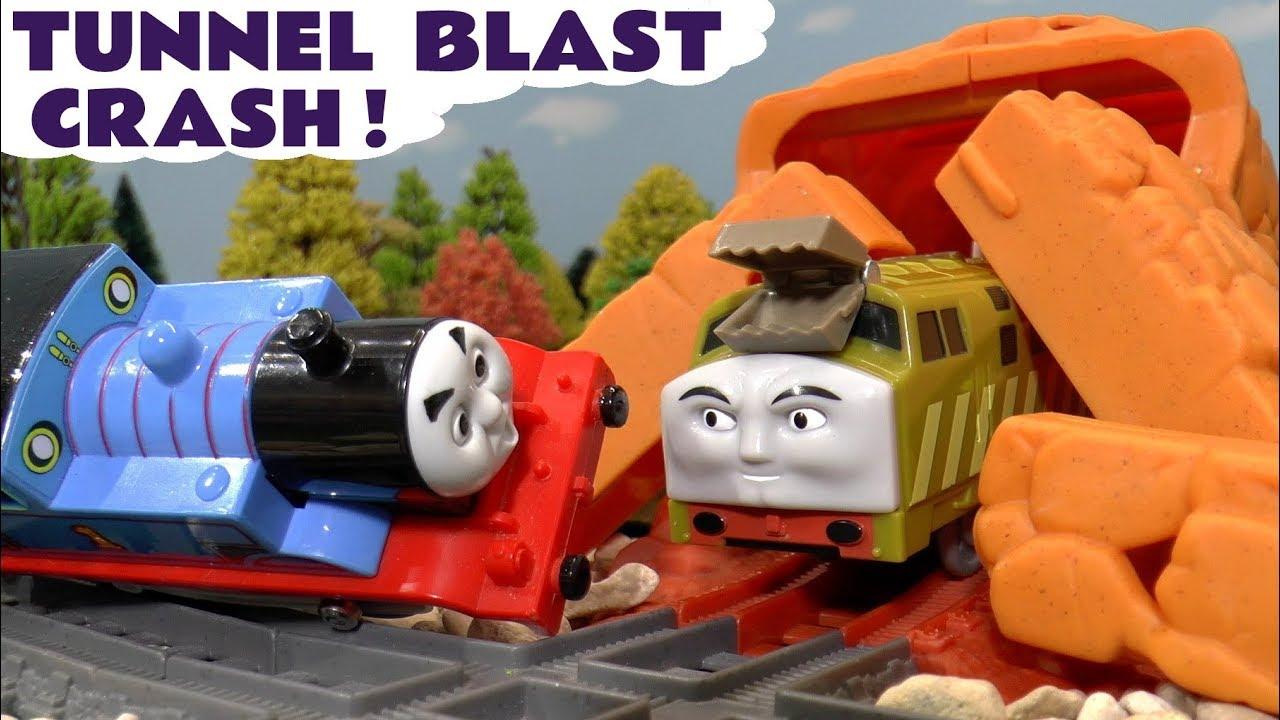 2c087b1ac3c Thomas The Tank Engine Crash in Trackmaster Tunnel Blast Set with ...