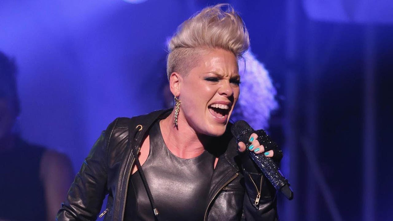Pink DEFIES GRAVITY While Performing 'Beautiful Trauma ...
