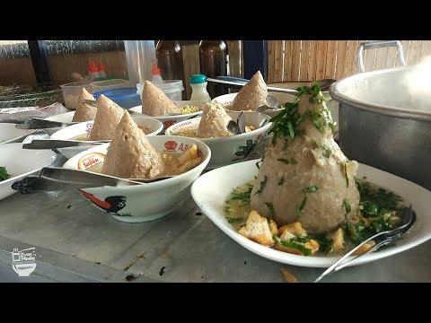 TRAGIS !!! BAKSO TUMPENG JUMBO ISI TELOR LUDES 200 PORSI | YOGYAKARTA STREET FOOD #BikinNgiler