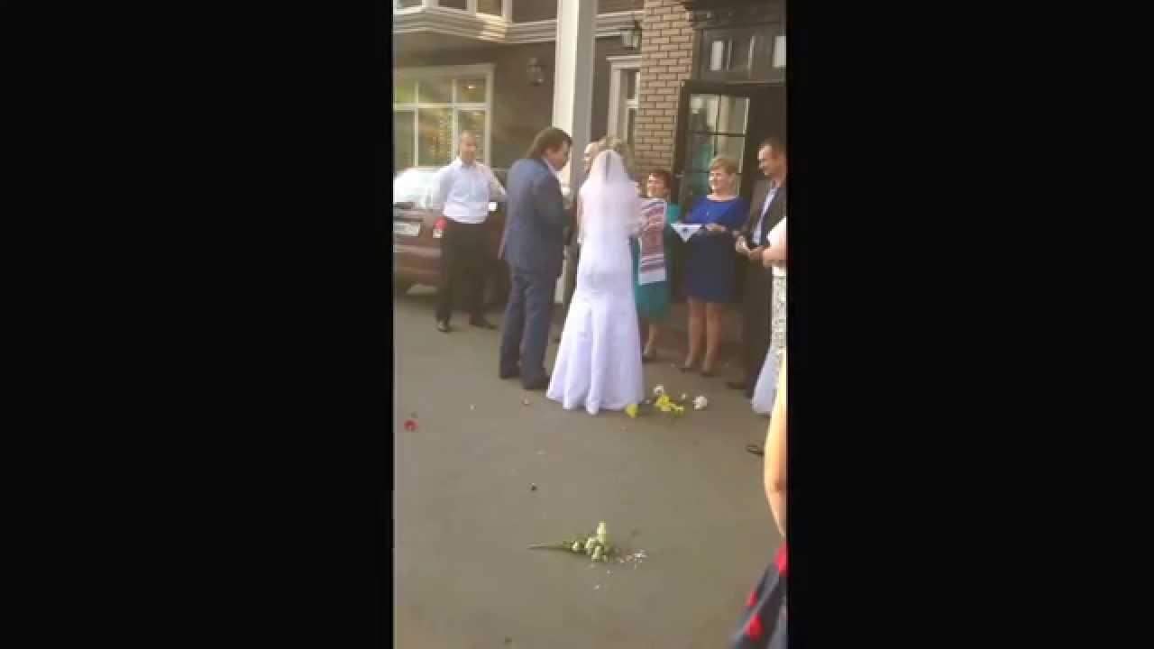 Когда бьют бокалы на свадьбе