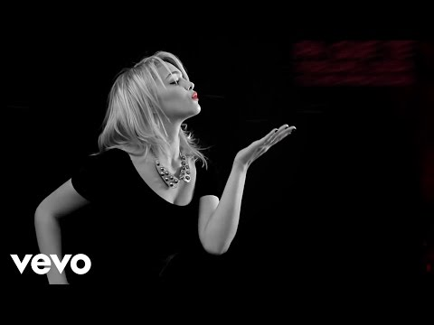 Danny Paz - Un Beso ft. EL Villano