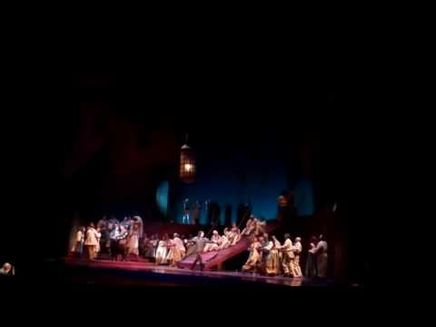 Anthony Michaels-Moore rehearses 'Beva con me' from Verdi's Otello