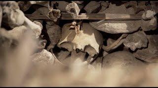Леденящее душу искусство: в Испании показали скульптуру из человеческих костей