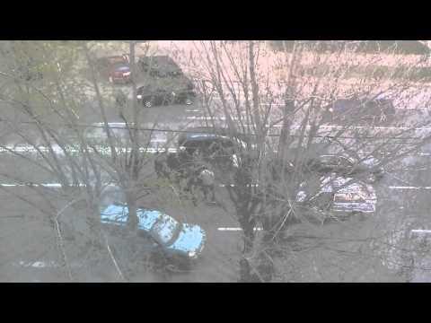 Драка водителей иномарок на Октябрьском проспекте города Владимира 27 апреля 2014