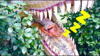 Are you sleeping in Dinosaurs children's museum? Vania, Mania and papa wake up from Stefy!