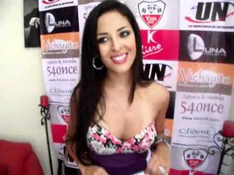 Andrea Luna se destapa en calendario 2012