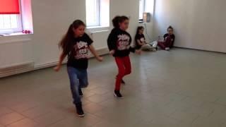 Нетипичная Махачкала Девочки танцуют Хип хоп (HipHop Dance)(, 2015-08-12T18:06:56.000Z)