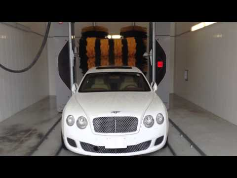 Another flag in Canada… Even Bentley likes Aquarama's gantry!