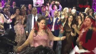 وشوشة   رقصة دلال عبدالعزيز في فرح ابنتها ايمي والرداد