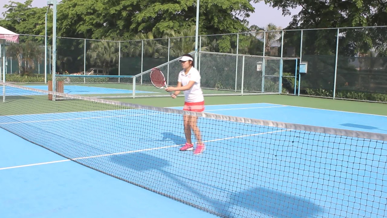 【得俞】SIBOASI系列 - 網球發球機3015 (官方示範影片) - YouTube