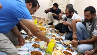 Cıddo ve miridleri bir iftar yemeği
