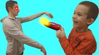 ТИМА нашел Пульт от РОДИТЕЛЕЙ! ПАПА Такого Не Ожидал! ВОЛШЕБНЫЙ пульт управления. Видео для детей