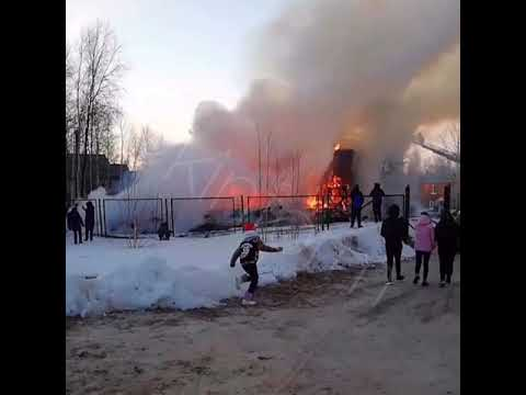 В Лянторе сгорел двухэтажный дом. 26.04.2019