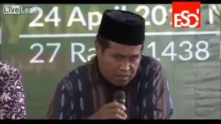 indonesian-quran-reciter-dies-while-reciting-live-on-air
