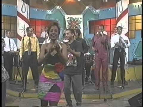 JOHNNY VENTURA (video navideño 1992) – SALSA PA' TU LECHON