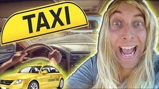 Karina bei der Arbeit - Taxifahrerin!
