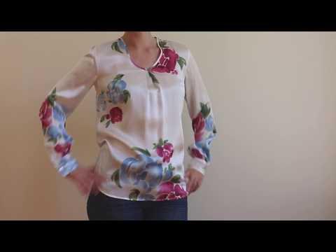 La blouse de soie biologique imprimée de notre motif floral exclusif