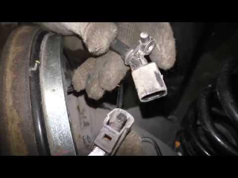 Замена заднего датчика ABS на VW Polo Sedan и Skoda Rapid
