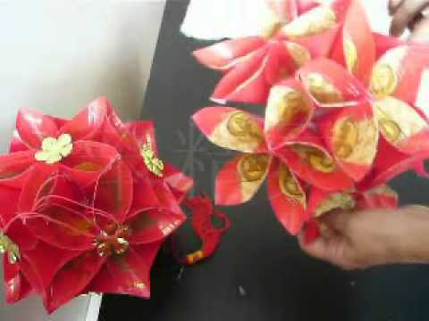 红包绣球灯 - lantern made from red packet