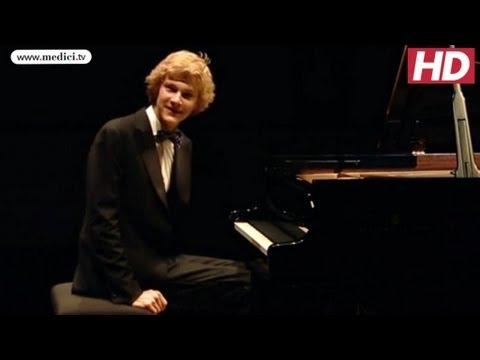 Jan Lisiecki - Bach Partita No. 1 Recital At Le Louvre