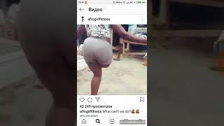 Африканский девушка инвалид в одну ногу 49 раз делить скалку