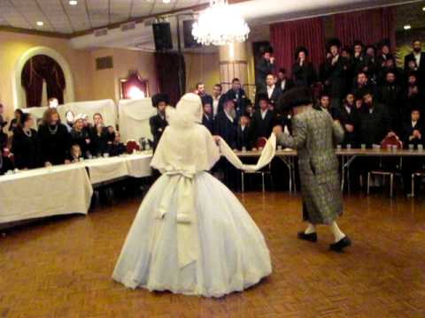 shendishover rebbe dancing by daughters mitzvah tanz