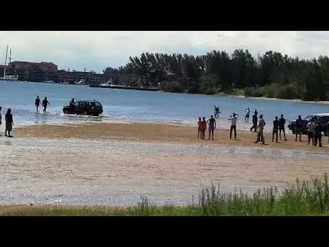 WATCH: Car gets stuck in rising tide at Bay Hall area