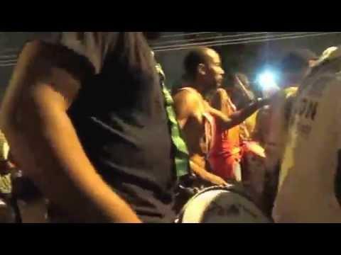 Mangueira Ensaio Técnico 2013 na rua - Mangueira ensaio com duas bateria