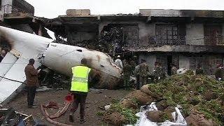 Кения: рухнул самолет с грузом наркотика-стимулятора(, 2014-07-02T11:16:07.000Z)