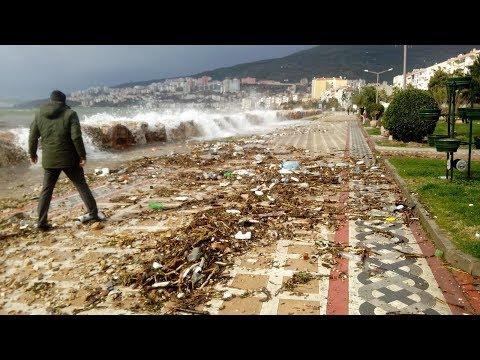 Gemlik'te Şiddetli Fırtına Denizdeki Çöpleri Sahile Taşıdı