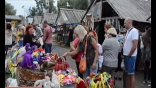 На Полтавщині розпочався Сорочинський ярмарок(Цього року він присвячений 25-й річниці Незалежності України. Попри дощ, торгувати приїхало близько тисячі..., 2016-08-16T19:37:58.000Z)