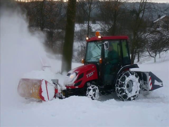 трактор TYM 353 снегоуборщик