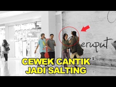 PRANK PURA-PURA MENYAPA ORANG SAMPAI SALTING - PRANK INDONESIA- CUPSTUWERD