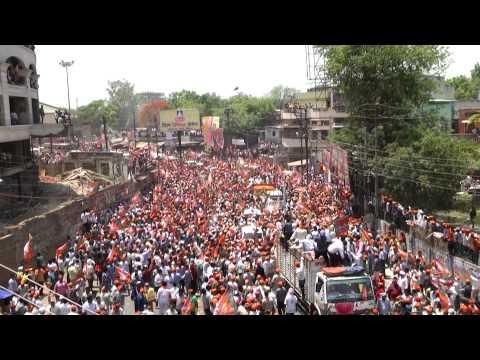 A sea of people accompanies Shri Modi's roadshow in Varanasi