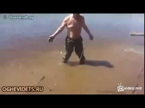 видео как рыбак упустил щуку