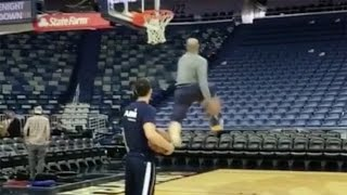 vince-carter-recreates-2000-dunk-contest-slam-still-got-it