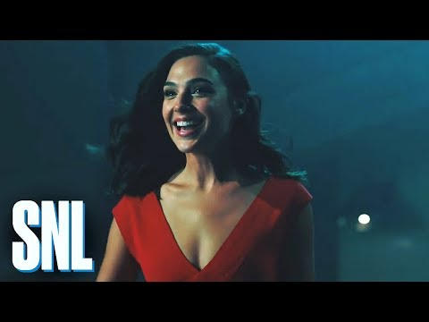 SNL Host Gal Gadot Breaks Down Walls