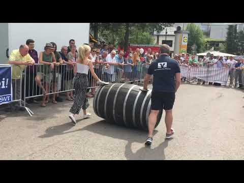 Weinfest Trier-Olewig: Weinfassrollen
