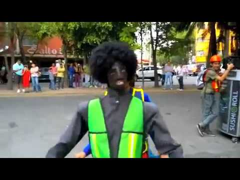 Mexico City, a men with funny Michael Jackson dance. Un divertido bailarin a los Michael Jackson Travel Video
