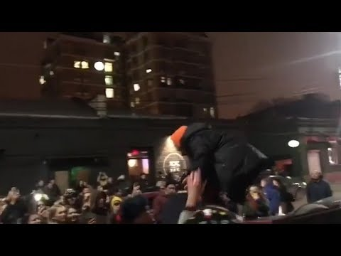 Moment Russian rapper Husky is arrested after impromptu gig on roof of car - video Mp3