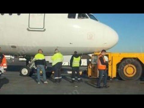"""Авария в Пулкове: пассажиров эвакуировали из самолета """"Когалымавиа"""""""