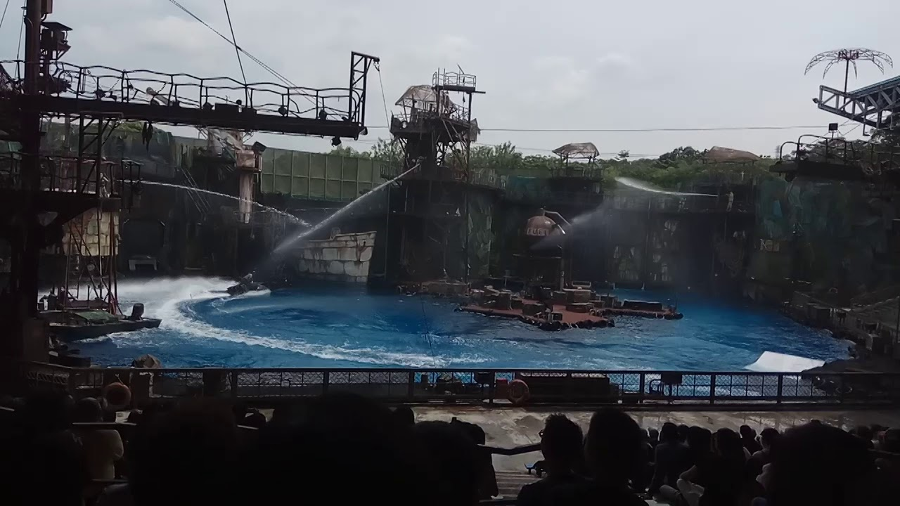 Water World show at Universal Studio Singapore (USS)
