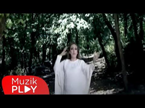 Yeni Cami Avlusunda - Fatoş Kadıoğlu