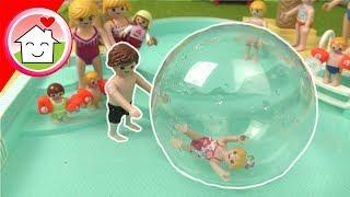Playmobil Film - Familie Hauser mit Wasserlaufball im Aquapark - Video für Kinder