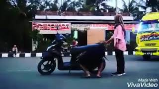 Download Video Sory mas pacarmu tak tikung-korban janji versi truk cakep MP3 3GP MP4